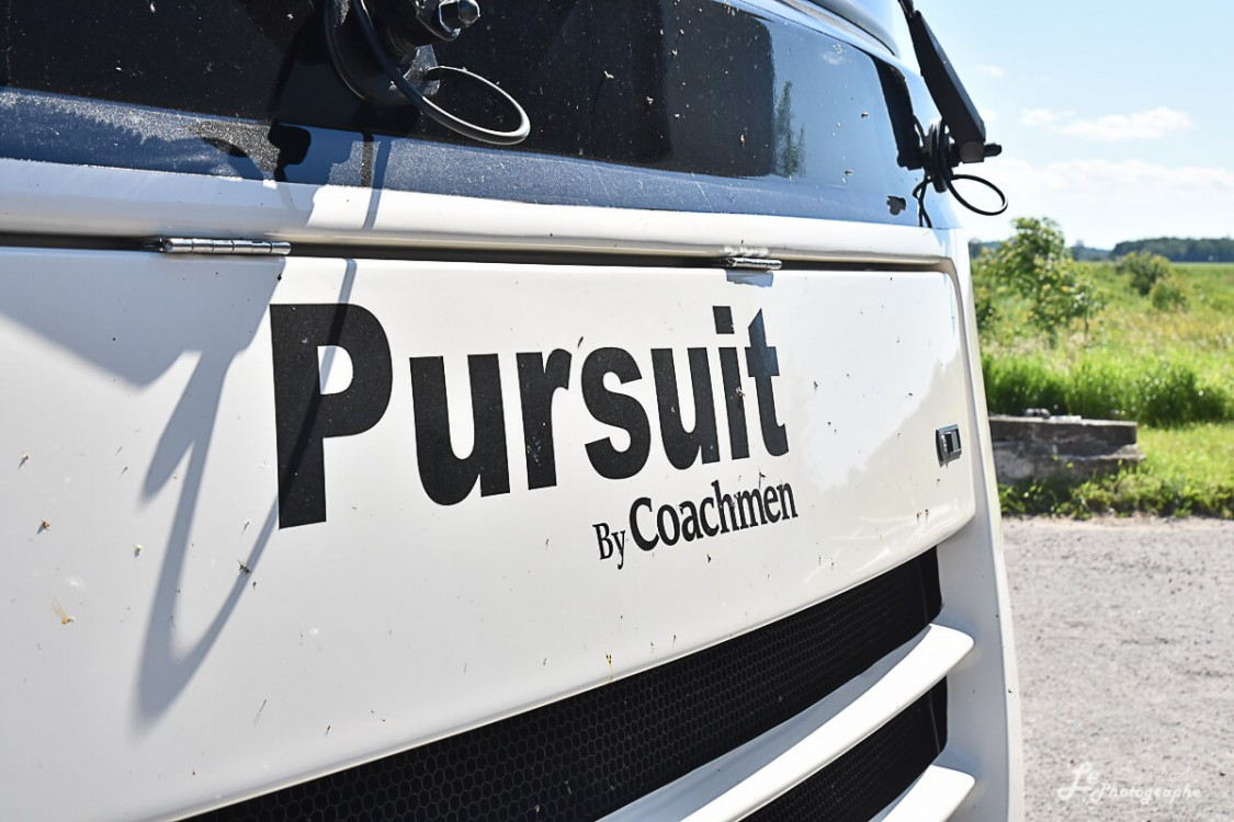 Pursuit 32WC 2019